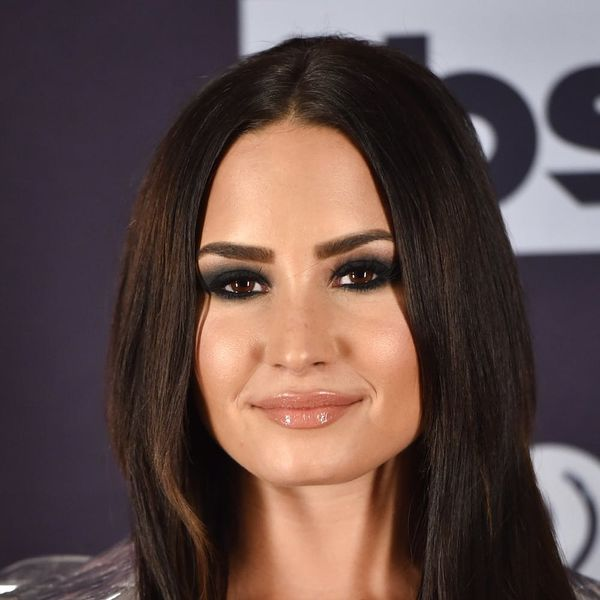 Demi Lovato Accidentally Twinned With Another Singer at iHeart Radio Awards 2017