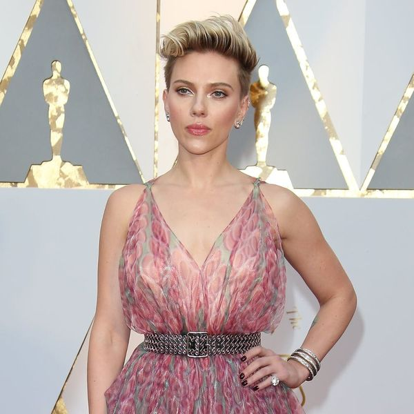 """Scarlett Johansson Called Out Ryan Seacrest for His """"Ridiculous"""" Red Carpet Question"""