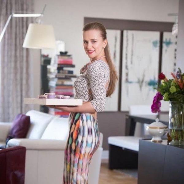 6 Expert Tips for Hosting an Adult AF Dinner Party