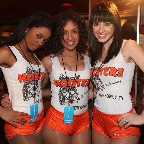 Hooters Is Opening a Location With Male Servers… But It Won't Be What You Think