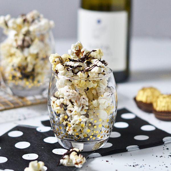This Glittery Black and White Popcorn Appetizer Deserves an Oscar Nom (Nom-Nom!)
