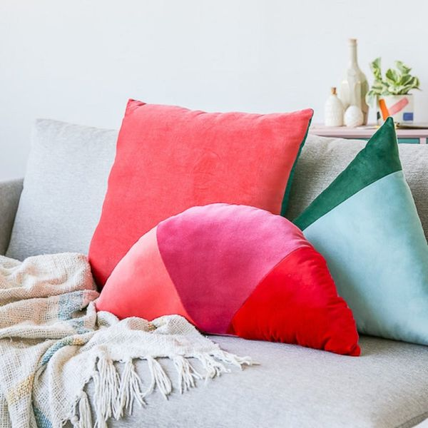 What to Make This Weekend: Holographic Trays, Velvet Pillows + More