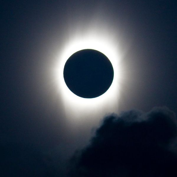 A Rare Total Solar Eclipse Will Be Visible from the US in 2017 and We Have the Deets You Need