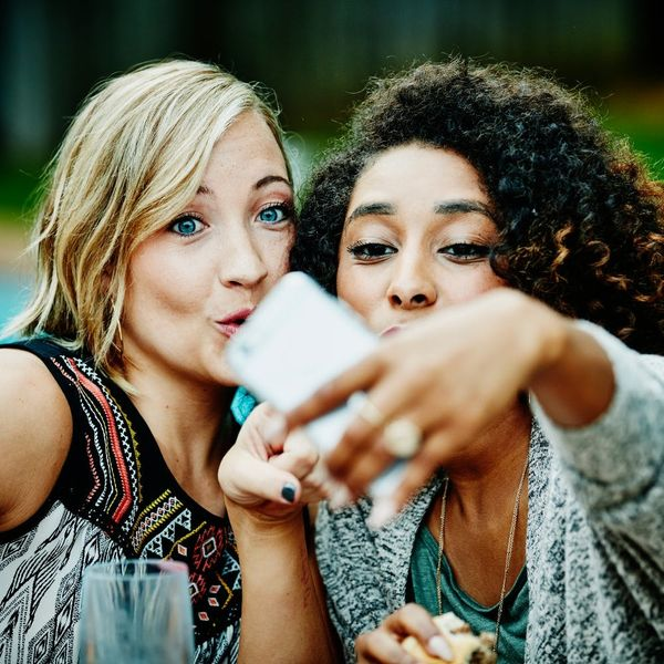 Buh-bye, Duckface! THIS Is Set to Be the Most Popular Selfie Pose of 2017