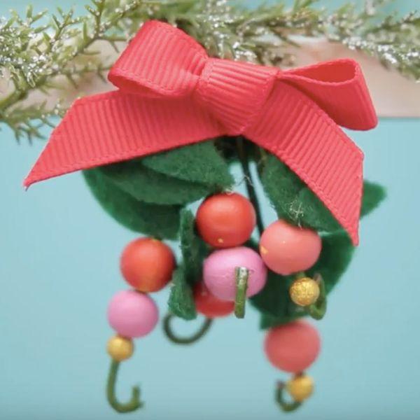 Make It Mini: A Merry Mistletoe Headband