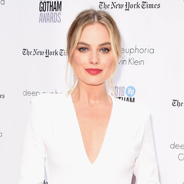 Margot Robbie's Wedding Ring Is a Diamond Teardrop Dream