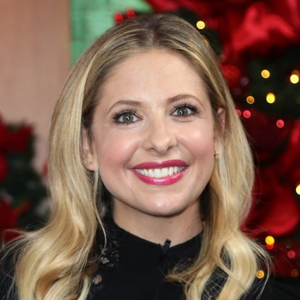 10 Times Sarah Michelle Gellar Killed the Elf on the Shelf Game