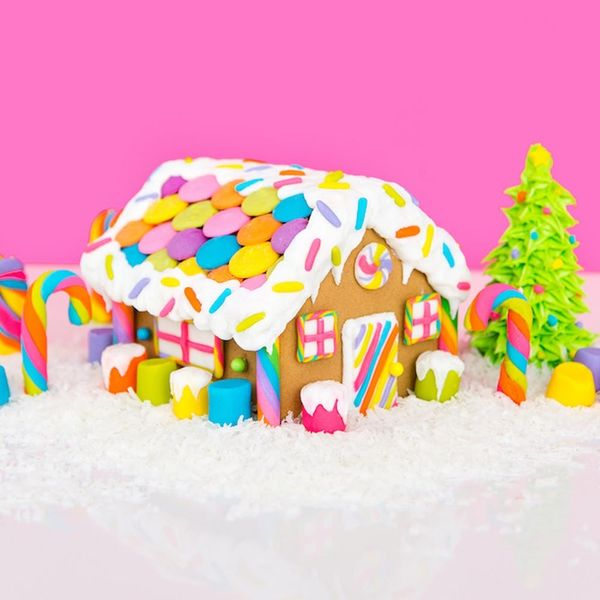 What to Make This Weekend: Floral Unicorn Wreath, Lisa Frank Gingerbread House + More