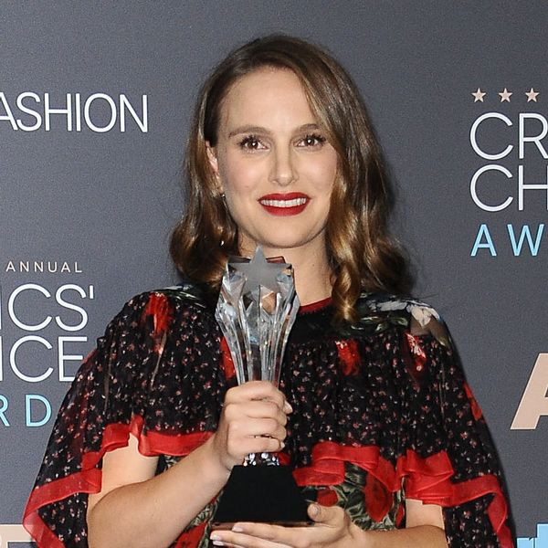 No Matter How Natalie Portman Shows Off Her Baby Bump, She Looks Amazing