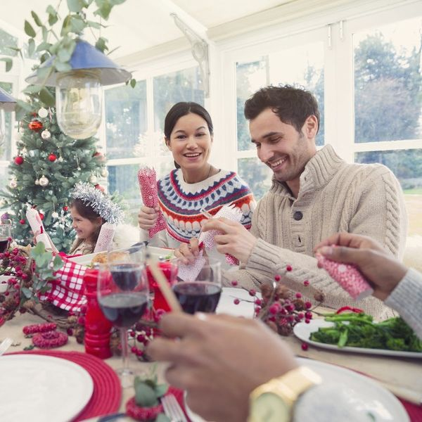 8 Helpful Tips for Visiting Other Families This Holiday Season