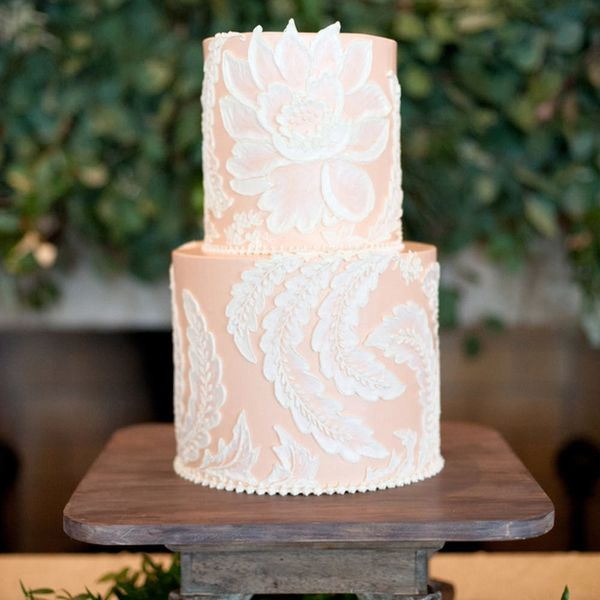 16 Ways to Add a Touch of Lace to Your Classic Wedding