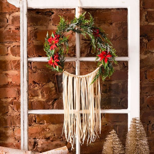 Use an Embroidery Hoop to Create a Modern Holiday Wreath This Winter Season