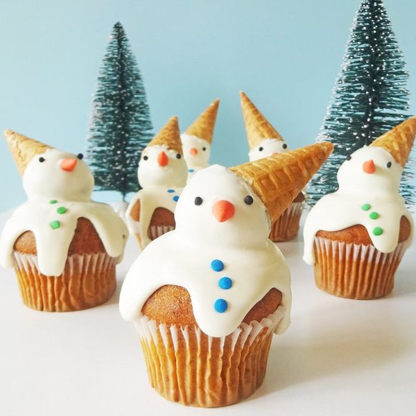 These Adorable Snowmen Cupcakes Will Make You Melt