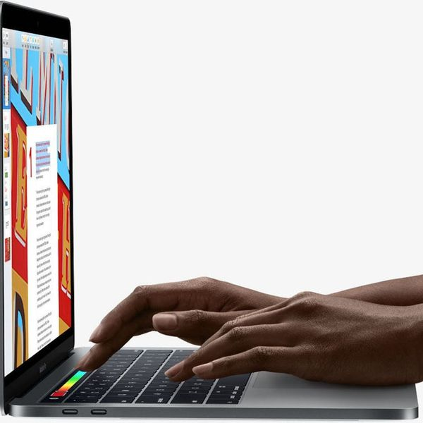 This Battery Pack Is Basically an Upgrade for New MacBook Pros