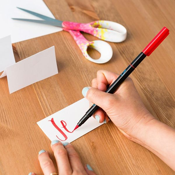 Use This FREE Hand Lettering Guide to DIY Holiday Place Cards (And More!)