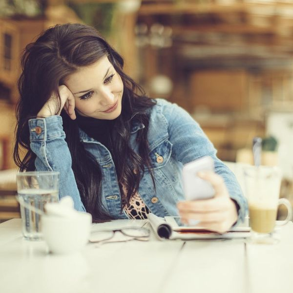 """""""I'm Sorry"""" + Other Words Hurting Your Chances on Dating Apps"""