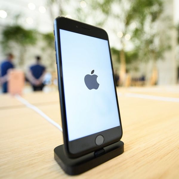 The iPhone 8 Could Be Entirely Encased in Glass