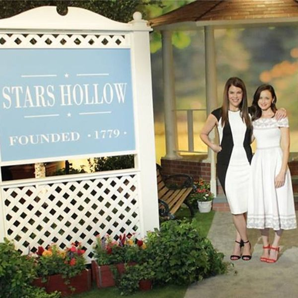 7 US Small Towns That Give Us Major Stars Hollow Vibes