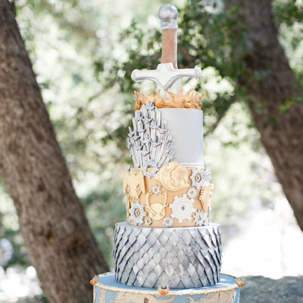 15 Geeky Wedding Cakes for All the Book Lovers Out There