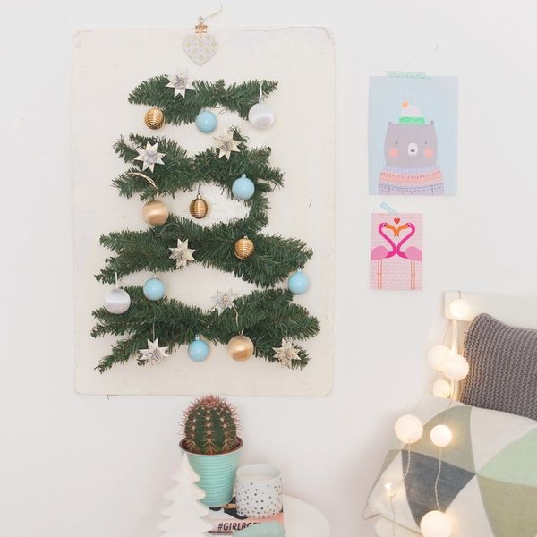 How to Make a Stylish Wall Christmas Tree for Small Space Living