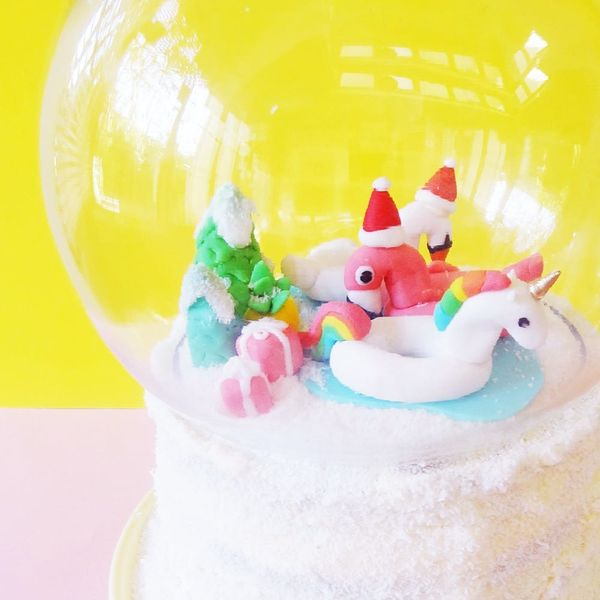 How to Make the Coolest Snow Globe Cake for Your Holiday Festivities