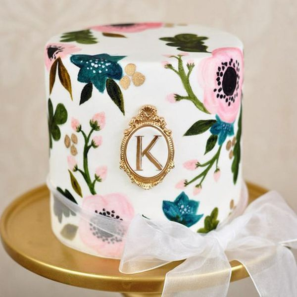20 Hand-Painted Wedding Cakes That Will Make You Do a Double Take