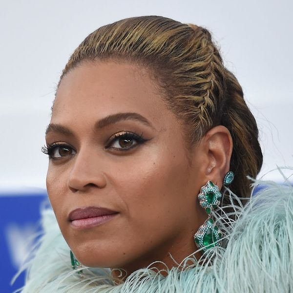 Beyoncé Just Took a Page from Carrie Bradshaw's Jewelry Book