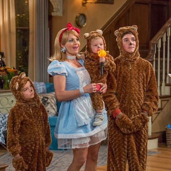Here's Your FIRST Look at Fuller House Season 2