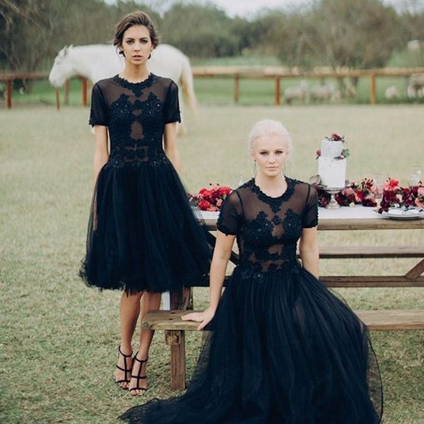 17 Chic Halloween Wedding Decor Ideas That Are To Die For