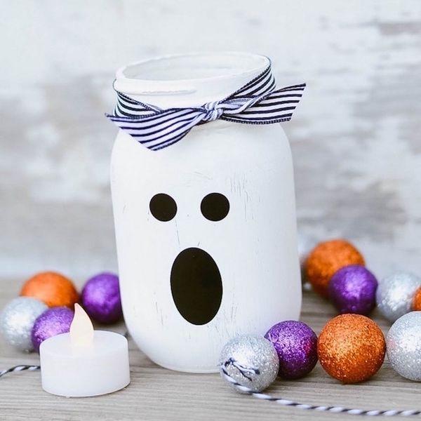 16 Spooktacular Halloween Vases to DIY