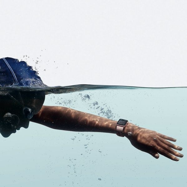 This Video of the Apple Watch Ejecting Water Is Mesmerizing