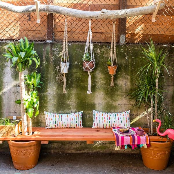 Life Changer: Use Planters As Legs for Your Outdoor Patio Bench