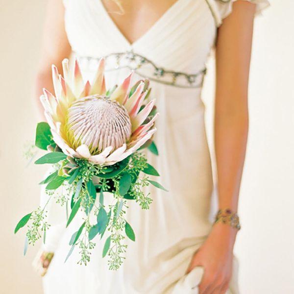 "12 Single-Stem ""Bouquets"" for the Minimalist Bride"