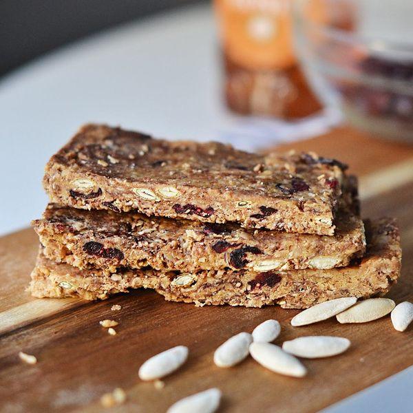 Pack These No-Bake Gluten-Free Granola Bars for Festival Season