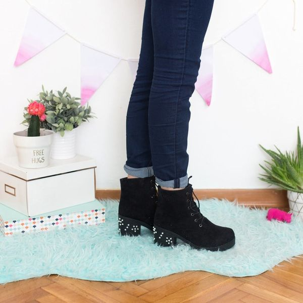 Follow These 5 Easy Steps and DIY These Chunky-Heeled Lace-Up Boots