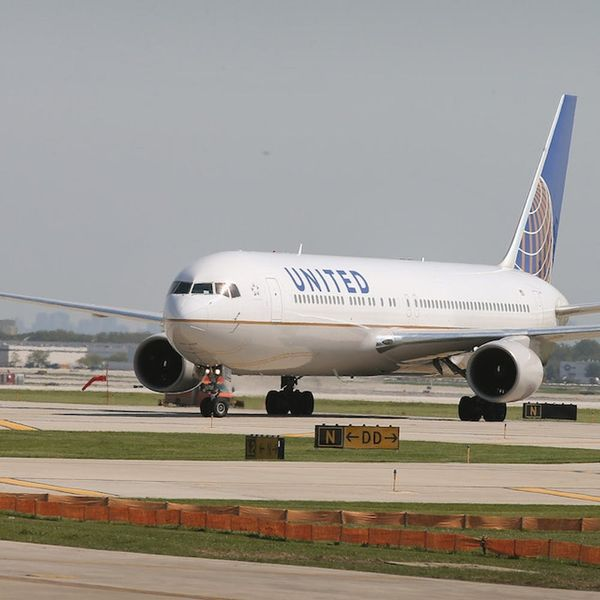 Morning Buzz! United Airlines Will Refund Every Passenger from the Flight Where a Man Was Dragged Off + More