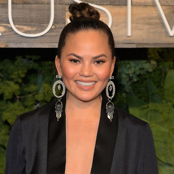 See the Pretty DIY Cake Chrissy Teigen Made to Prep for Luna's First Birthday