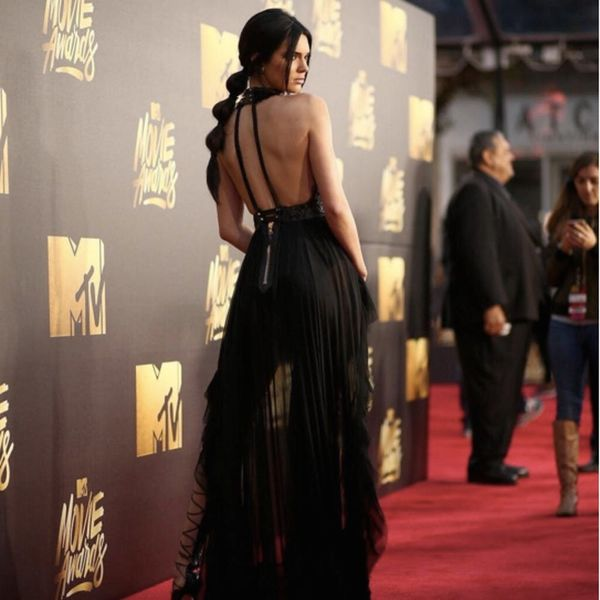 THIS Is What It Took to Put On Kendall Jenner's MTV Movie Awards Heels