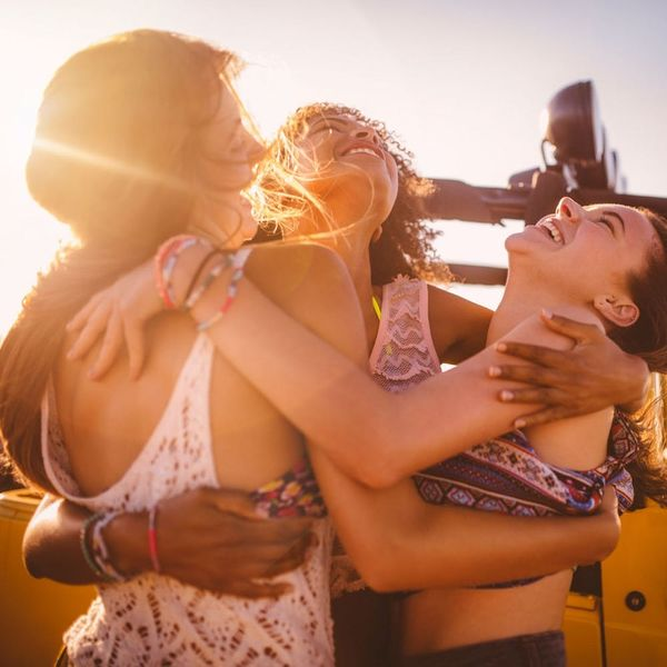 10 Non-Awkward Ways to Make New Friends *Without* Barhopping