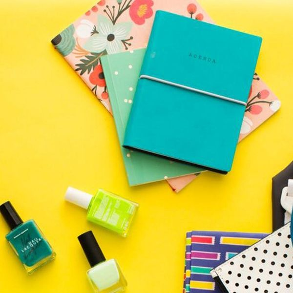 12 Purse Essentials for the Single Girl