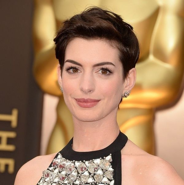 Anne Hathaway's Oscars Update Is the Sweetest Baby Bump Selfie Ever