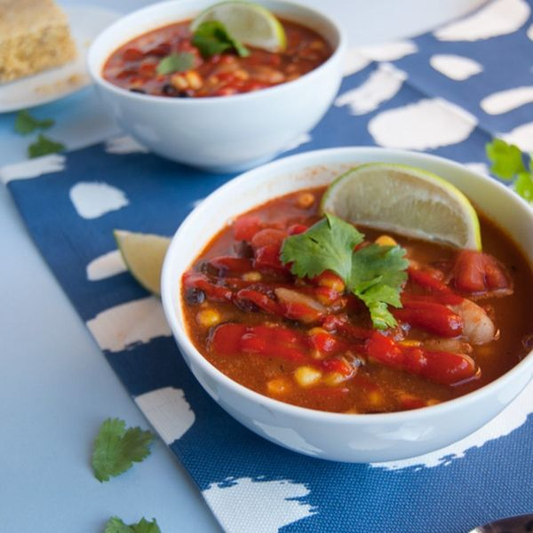 Warm Up With This One-Pot Vegan Sriracha Chili on #nationalchiliday