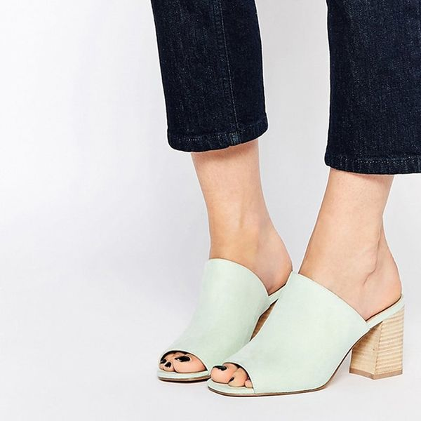 This Lazy Girl Shoe Trend Is Blowing Up for Spring