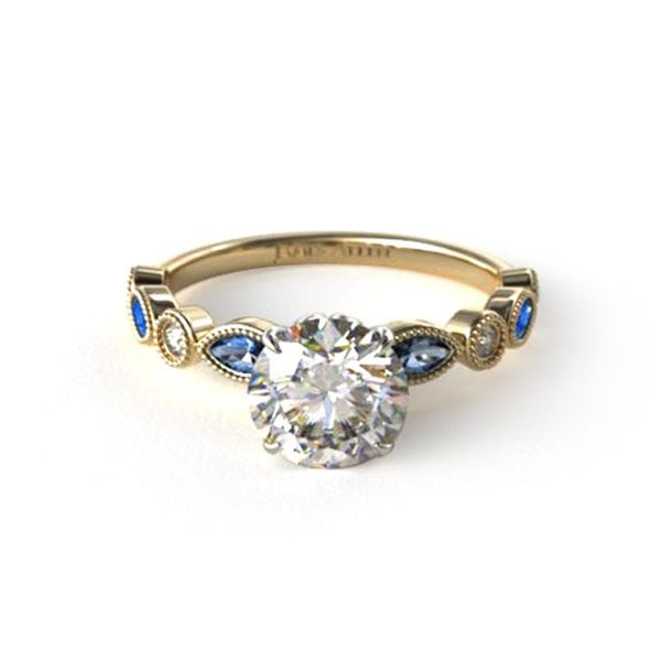 Here's Why You Should Customize Your Own Engagement Ring