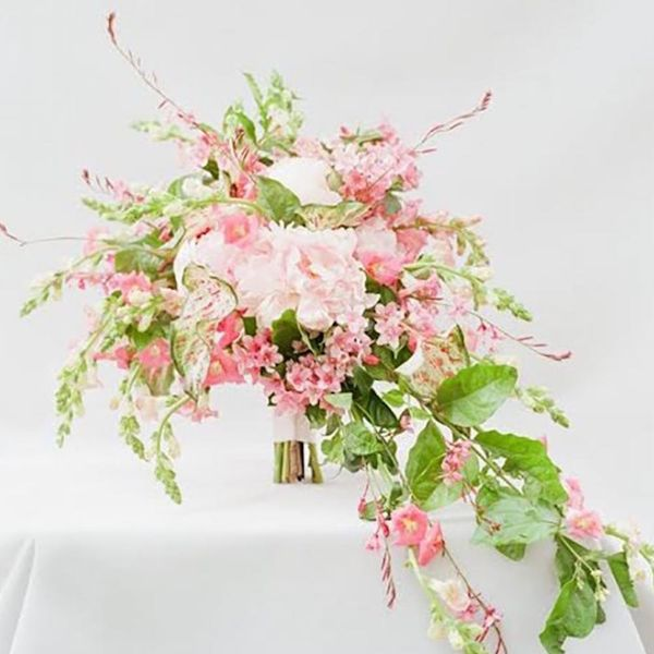 How to Pick the Best Blooms for a Spring Wedding