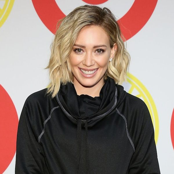 Hilary Duff S Pastel Pink Hair Short New Cut Is Perfect For Winter Brit Co