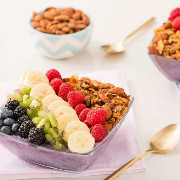 How to Make Healthy Smoothie Bowls With Almond Granola