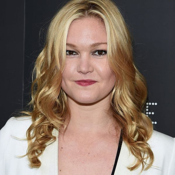 Julia Stiles' Engagement Ring Is a Minimalist's Dream Come True