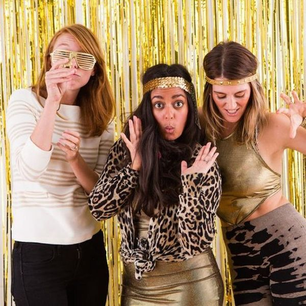 13 NYE Photo Booth Backdrops You Can Buy or DIY