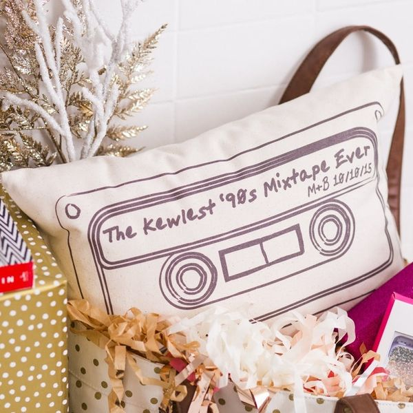 9 Personalized Gifts Every Newlywed Couple Is Wishing for This Holiday
